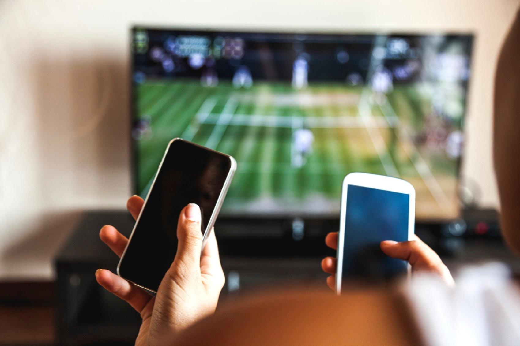 180_4_Treat_Alternative_Healing-ADD_SS_180_Using-Phones-Watching-TV.jpg